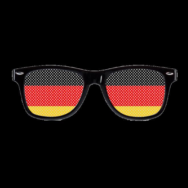 Deutsche Brillen Sau bekommt satt die Fotze gefistet